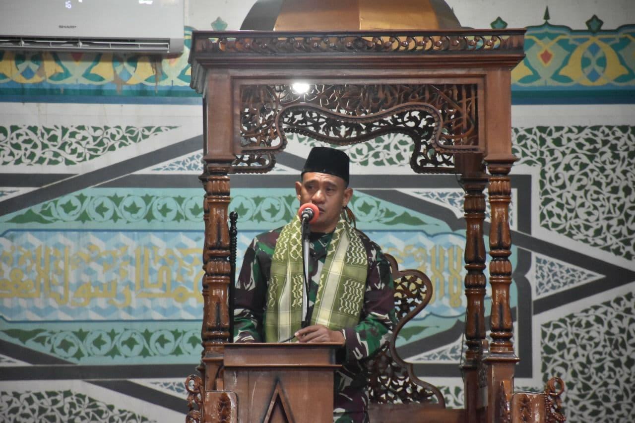Kasiter Korem 132/Tdl, Isi Khotbah Jumat di Masjid Raya Baiturrahim Palu